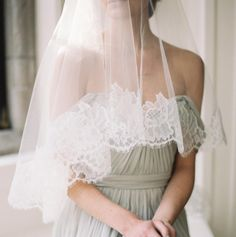 Best bridal robes, veils, accessories and lingerie by Girl With A Serious Dream | Wedding Sparrow