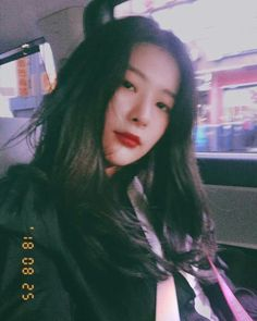 seulgi dyed her hair dark right after music show promotions ended! Kpop Girl Groups, Korean Girl Groups, Kpop Girls, Kang Seulgi, Red Velvet Seulgi, Kim Yerim, Sam Smith, Sooyoung, Kpop Aesthetic