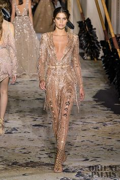 Murad Haute Couture Spring 2018 Runway See all the Zuhair Murad Haute Couture Spring 2018 looks from the runway. See all the Zuhair Murad Haute Couture Spring 2018 looks from the runway. Star Fashion, Runway Fashion, Fashion News, High Fashion, Fashion Show, Fashion Outfits, Fashion Design, Zuhair Murad, Haute Couture Style