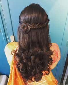 Bridal Braids On Indian Brides That We Are Loving Currently! - Aki Patricia - Bridal Braids On Indian Brides That We Are Loving Currently! Bridal Braids On Indian Brides That We Are Loving Currently! Open Hairstyles, Wedding Hairstyles For Long Hair, Indian Hairstyles, Hairstyles Haircuts, Braided Hairstyles, Hair Wedding, Saree Hairstyles, Short Hair, Hairstyle For Indian Wedding