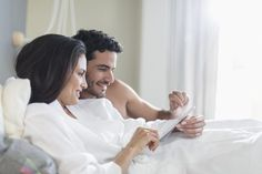 Turn your bedroom into a cozy retreat with these tips for saving energy without skimping on comfort! Energy Efficient Homes, Energy Efficiency, Kindergarten Literacy, Literacy Centers, Astronaut Images, How To Introduce Yourself, Make It Yourself, Natural Bedding, Help The Environment