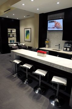 Take a visual tour of the 2013 SALONS OF THE YEAR honoree Exsalonce Salon & Day Spa of Chicago, Illinois
