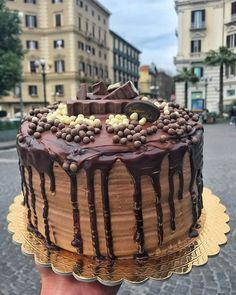 If you don& cut a cake but eat it whole with a fork, it& like a slice. Napoli Food, Pull Apart Cake, Aesthetic Food, Sweet Cakes, Pinterest Recipes, Junk Food, Veggie Recipes, Sweet Tooth, Bakery