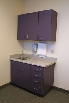 This would be adequate cabinet and counter space for most of the treatment rooms Dental Office Design, Medical Office Design, Medical Decor, Office Furniture Decor, Kitchen Cupboard Designs, Diy Countertops, Clinic Interior Design, Clinic Design, Inexpensive Countertops