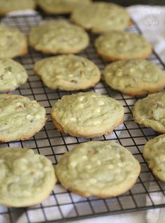 This Pistachio Pudding Cookies recipe is a keeper for sure! The addition of chopped pistachios and white chocolate chips make these easy cookies an irresistible treat! Pistachio Pudding Cookies, Pistachio Dessert, Pistachio Recipes, Pudding Desserts, Pudding Cake, Cookie Desserts, Just Desserts, Delicious Desserts, Keto Desserts