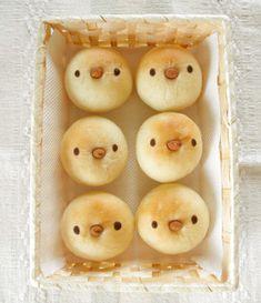 丸パンを簡単に可愛く♡小鳥の顔のパン