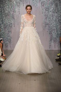 Monique Lhuillier F/W 2016 bridal collection | http://ruffledblog.com/monique-lhuillier-fallwinter-2016-bridal-collection/