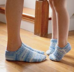 Blue Sky Dreamin'.  Robin Dykema.  Crochet shoes.  Crochet socks.  Crochet One-Skein Wonders.  Judith Durant & Edie Eckman.  Kindle.  8 ply 316m/ 100g x 1