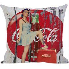Variedade de Almofadas Coca Cola a Pronta Entrega é na Luisa Decor!.  Almofadas que se encaixam em qualquer tipo de ambiente, tornando sua casa especial confira!