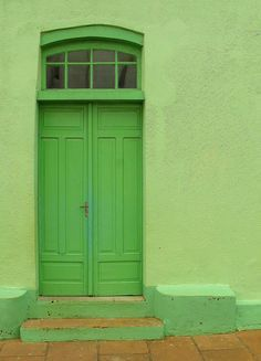 Beautiful Interior Design, Go Green, Shades Of Green, Tall Cabinet Storage, Architecture Design, Doors, Outdoor Decor, Furniture, Windows