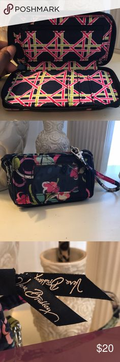VERA BRADLEY Wallet Great Condition! Vera Bradley Bags Wallets