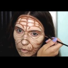▶️press play to see the Star Wars Yoda centre of the face colour match cheek bones, forehead and jawline contoured Yoda contour and highlight. @makeupby_alo ✌️