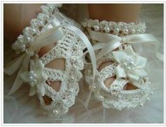 Girl Booties!  http://www.lifeasamummy.com/pretty-baby-shoes