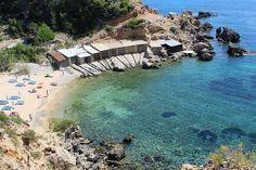 calo de en serra en el norte de la isla http://ibiza-travel.net/cala-de-en-serra/
