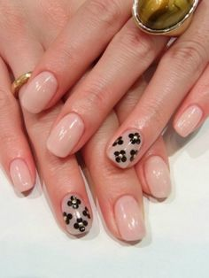 Chic and Easy Fall 2012 Nail Art Designs - Fabulous nails are here to stay and there are numerous chic and easy nail art designs you can draw inspiration from. If you're looking to update your mani without too much fuss, check out the following chic and easy nail art designs!