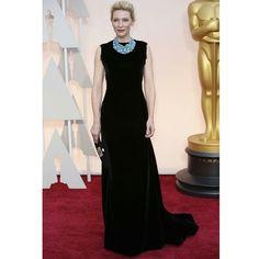 """Cate Blanchett rouba os flashes ao surgir de longo preto by #JohnGalliano para @maisonmargiela e colar statement turquesa @tiffanyandco #Oscars2015…"""