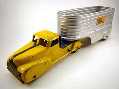 Vintage Marx Lumar Lines Wind-Up Truck and Trailer Toy Antique Toys, Vintage Toys, German Toys, Kids Cars, Corgi Toys, Tin Toys, Toy Trucks, Toy Soldiers, Toy Sale