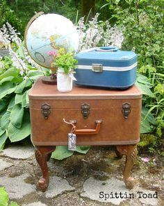 Spittin Toad: Suitcase Side Table...(The perfect place to store knitting)!