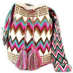 Discover thousands of images about Tapestry crochet: Wayuu Mochilas bags - free pattern Crochet Patterns Bag Picture result for mochilla bag The place where construction meets design, beaded crochet is the act of using beads to embellish crocheted items. Beau Crochet, Crochet Diy, Crochet Crafts, Crochet Handbags, Crochet Purses, Crochet Bags, Tapestry Crochet Patterns, Knitting Patterns, Mochila Crochet