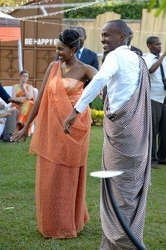 CPI_1_95 | by crispintea African Traditional Wedding Dress, Traditional Wedding Attire, Traditional Outfits, African Print Dresses, African Dress, African Beauty, African Fashion, Shower Box, Beautiful Dark Skinned Women