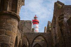 Saint Mathieu lighthouse and abbey Saint Mathieu, Let It Shine, Lighthouses, Beautiful, House Lighting, Brittany, Light House, Light Fixtures, Lighthouse