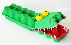 Aus Eierkartons kannst Du mit Deinem Kind ein lustiges Krokodil basteln. Diese Bastelidee kannst Du bereits mit Kindern ab 4 Jahren ausprobieren.