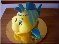 "-Pinner says ""Nemo Cake Tutorial""- Pretty sure thats Flounder.Maybe the website has a Nemo though. Fondant Tips, Fondant Tutorial, Fondant Cakes, Cupcake Cakes, Nemo Cake, Ariel Cake, Little Mermaid Cakes, Fantasy Cake, Sea Cakes"