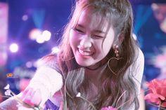 Funny Profile Pictures, Best Funny Pictures, Osaka, South Korean Girls, Korean Girl Groups, Sana Cute, Sana Minatozaki, Twice Kpop, Twice Sana