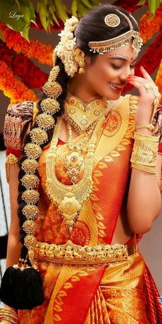 In south Indian wedding the brides prefer to wear heavy jewellery. Here are some beautiful collection of south Indian wedding jewellery set. South Indian Bridal Jewellery, Indian Bridal Makeup, Indian Bridal Wear, Indian Jewelry, South Indian Wedding Hairstyles, South Indian Weddings, Indian Hairstyles, Simple Hairstyles, Beautiful Hairstyles