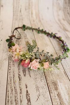 Ein romantischer Blumenkranz ist das wichtigste Accessoire für eine tolle Sommerparty. Gefunden auf Etsy.