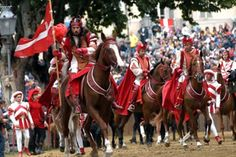 Visita il sito dell'autore per l'evento Palio di Asti, Asti (Asti) -- This is similar to il Palio in Siena, but later in the year on 16 September. Cooler weather, perhaps fewer tourists? Another Italian horse race is in my future!