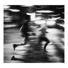Love photography black and white couples street photography lovers Love Photography, Black And White Photography, Street Photography, Motion Blur Photography, Nostalgia Photography, Night Time Photography, Photography Illustration, Black And White Couples, Black And White Love