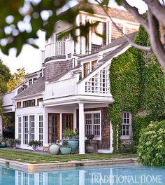 carmen marc valvo's bridgehampton home and garden