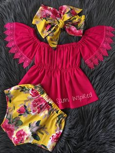 This sweet floral outfit is perfect for any special occasion. All of my items are made with quality fabrics and professional finishes. SIZZING Newborn to to to to to to Baby Girl Frocks, Frocks For Girls, Baby Girl Romper, Baby Dress, Newborn Girl Outfits, Little Girl Outfits, Cute Outfits For Kids, Baby Girl Fashion, Kids Fashion