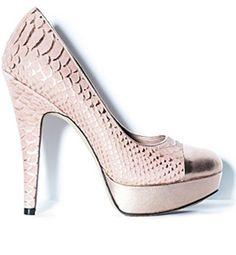 Zapatos con puntera metálica en print de serpiente de Vince Camuto (38,96 euros). Combínalos con los looks más fashion.