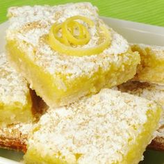 Free Lemon Squares Easy and delicious gluten free lemon squares. They're not too tangy and just sweet enough! Perfect for Easter, bridal showers, baby showers, or any dessert table. Paris Desserts, French Desserts, Köstliche Desserts, Gluten Free Desserts, Gluten Free Recipes, Delicious Desserts, Dessert Recipes, Bar Recipes, Spring Desserts