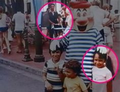 En 1995, Alex Voutsinas, un canadiense de Montreal, conoció a Donna, una neoyorquina que entonces trabajaba en Boca Ratón, Florida. En 2002, una semana antes de su matrimonio, Alex y Donna estaban revisando antiguas fotos familiares. En el fondo de una antigua foto de de Donna de 5 años en 1980 en Disney, apareció el mismísimo Alex, entonces de 3, en un coche empujado por su papá.