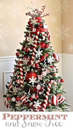 Christmas Tree With Snow, Candy Cane Christmas Tree, Gold Christmas Decorations, Beautiful Christmas Trees, Noel Christmas, Christmas Themes, White Christmas, Xmas Trees, Christmas 2019