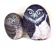 Owls, hand painted stones by Ernestina Gallina, Pietrevive. https://www.facebook.com/pietrevive.ernestina