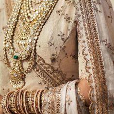 Sabyasachi ivory beige bridal lehenga with polki diamond bridal necklace. Red Lehenga, Bridal Lehenga, Lehenga Choli, Sabyasachi Sarees, Lehnga Dress, Anarkali, Indian Dresses, Indian Outfits, Indian Clothes