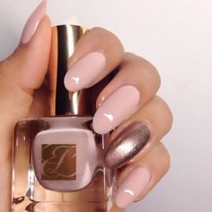Talk about elegant nails @karengnails  Estée Lauder in Sheer Simplicity
