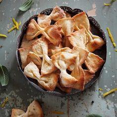 Cornulete cu rahat (reteta cu unt, ca la mama acasa) - Laura Adamache Salvia, Spanakopita, Apple Pie, Crackers, Biscuits, Unt, Deserts, Cookies, Ethnic Recipes