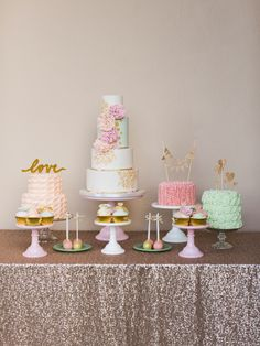 'Courty Love' Photoshoot by Paula O'Hara, Cakes by The Cake Cuppery.