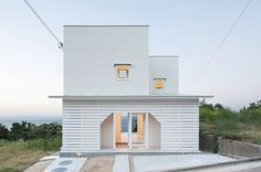 The entrance to this house on Awaji Island, Japan by architecture studio IZUE is contained within a hole in the slatted porch that frames a view of the sea Japanese Architecture, Residential Architecture, Interior Architecture, Home Interior Design, Interior And Exterior, Awaji Island, Architect House, Japanese House, Minimalist Home