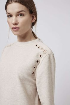 New Topshop Embroidered Shoulders Beige Sweat Jumper Size 0 Moda Paris, Fashion Details, Fashion Trends, Refashion, Daily Fashion, Knitting Designs, Casual Chic, Knitwear, Casual Outfits