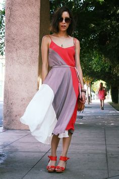 Love the Leon dress on Rachel! That's Chic blog. #yumikim