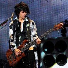 As the one of famous Japanese bassists, he is a member of the L'arc~en~ciel , usually playing bass guitar with his fingertips and having fancy playing technique. My favorite song is 'Honey'.