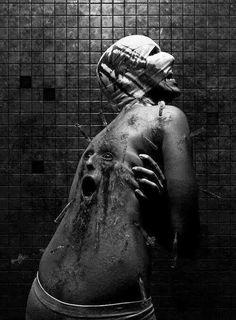 Eerie | Creepy | Surreal | Uncanny | Strange | 不気味 | Mystérieux | Strano |