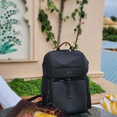 Dehora (@dehoraofficial) • Instagram photos and videos Carry On Luggage, Travel Luggage, Travel Backpack, Luggage Bags, Mens Travel Bag, Travel Bags, Office Bags For Men, Online Bags, Leather Backpack