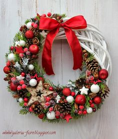 Check out our pick of Christmas door decorations! We have all sorts of Christmas door wreaths, so you will definitely be able to find the best one. Homemade Christmas Tree Decorations, Christmas Door Wreaths, Diy Christmas Ornaments, Holiday Wreaths, Xmas Decorations, Christmas Inspiration, Holidays, Halloween, Nature